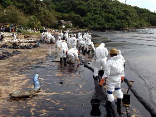Phuket Gazette Thailand News: Oil spill update; Pension issues; Thaksin clip was foreigners; Emergency decree before amnesty bill | The Thaiger