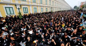Mourners weep around the nation as they bid their final goodbye   News by Thaiger