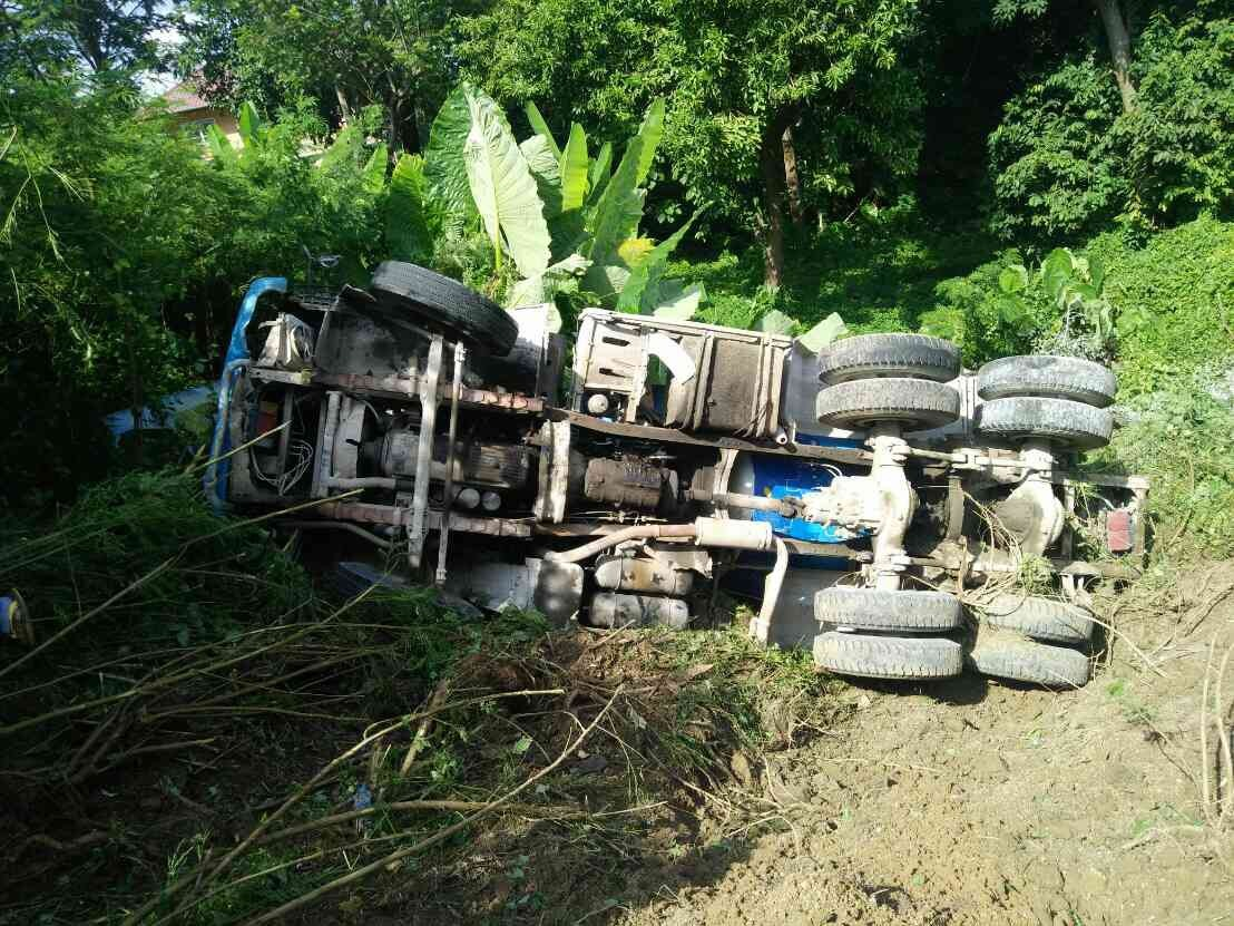 Concrete truck falls 30 metres off cliff | The Thaiger