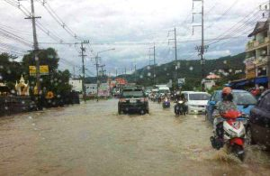Governor visits flooded areas and discovers clogged drains   News by Thaiger