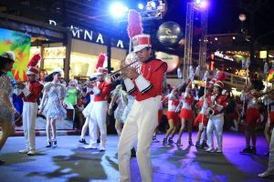 Sun Sea Sand Colour! Patong Parade kicks off the 2017 Festival. | News by Thaiger