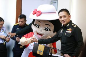 Miss Pinky Promise debuts to help reconcile the nation, or scare children. | News by Thaiger