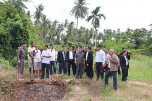 NLA visits Rawai sea gypsy village to check on environmental issues | News by Thaiger