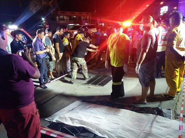 พบศพชายนิรนามไม่มีหัวอยู่ภายในท่อระบายน้ำริมถนนเทพกระษัตรีฝั่งขาเข้าเมืองภูเก็ต อ.ถลาง ภูเก็ต เสียชีวิตมาแล้วไม่ต่ำ 4 วัน คาดว่าถูกฆาตกรรม   The Thaiger