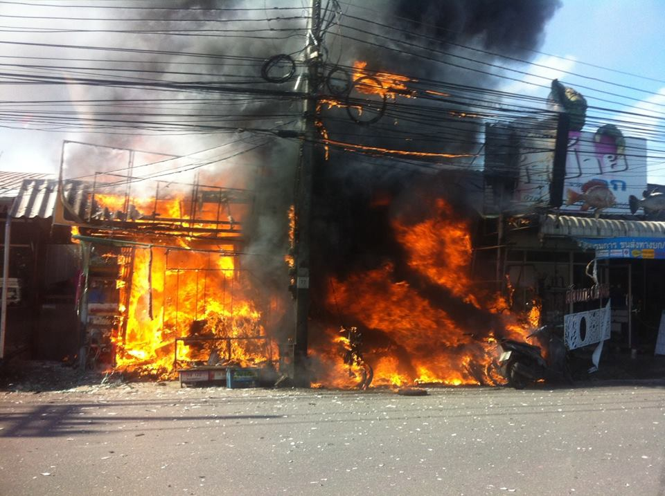 Fire destroys two motorbike shops near the Darasamuth intersection | The Thaiger