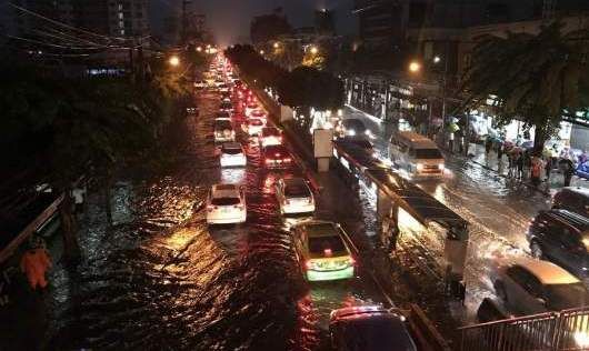 Unseasonal rain hits Bangkok | Thaiger