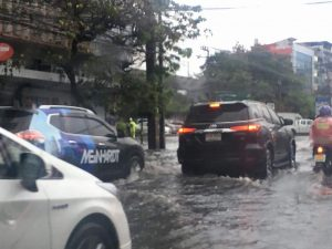 Unseasonal rain hits Bangkok | News by Thaiger