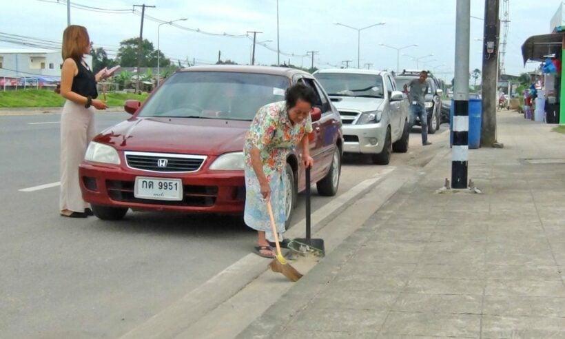 Krabi's cleaning hero | The Thaiger
