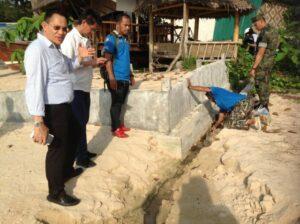 รอง ผวจ.กระบี่ อึ้ง ตรวจนำเสียชายหาดทับแขก พบท่อน้ำเสีย รร.5 ดาว จ่อชายหาด | News by The Thaiger