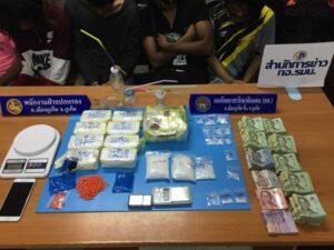ชุดศป.ปส.อ.เมืองภูเก็ตกวาดล้างยาเสพติดต่อเนื่องคืนเดียว รวบได้6ราย พร้อมยาไอซ์1.25กก. ยาบ้ากว่า15,000เม็ด มูลค่าประมาณ 4 ล้านบาท | News by The Thaiger