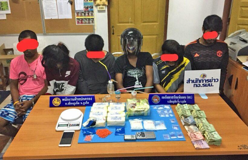 ชุดศป.ปส.อ.เมืองภูเก็ตกวาดล้างยาเสพติดต่อเนื่องคืนเดียว รวบได้6ราย พร้อมยาไอซ์1.25กก. ยาบ้ากว่า15,000เม็ด มูลค่าประมาณ 4 ล้านบาท | The Thaiger