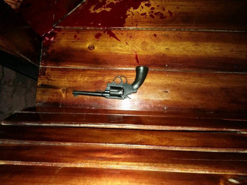 นักเรียนชายใช้อาวุธปืนขนาด.38 ปลิดชีพตัวเองคาศาลาภายในโรงเรียน คาดน้อยใจแฟนสาวที่บอกเลิก | The Thaiger