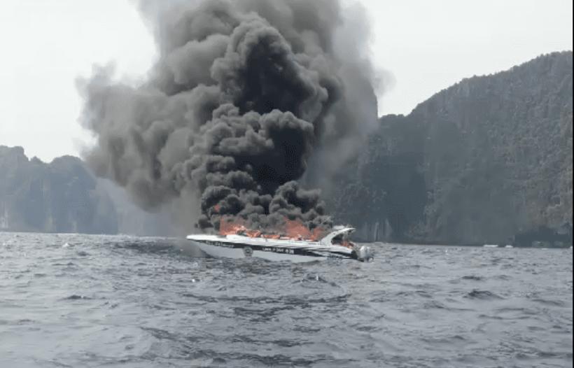 หวิดตายหมู่ เรือสปีดโบ๊ทระเบิดไฟลุกไหม้วอดกลางทะเล นักท่องเที่ยวกระโดดเรือหนีตาย ส่วนสาเหตุยังไม่ระบุชัด | The Thaiger