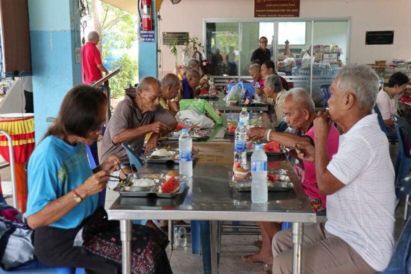Dante Alighieri Phuket rolls their sleeves up for the elderly | Thaiger