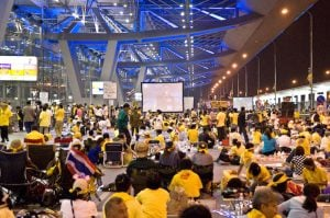 People's Alliance for Democracy officials ordered to pay up for 2008 blockade of airports | News by Thaiger
