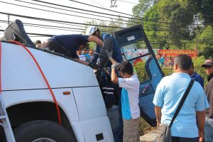 An Xin tour bus crashes in Phang Nga killing the driver, injuring 19   News by Thaiger