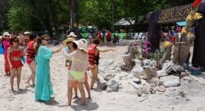 TAT seeks help to stop damage by Chinese tourists   News by Thaiger