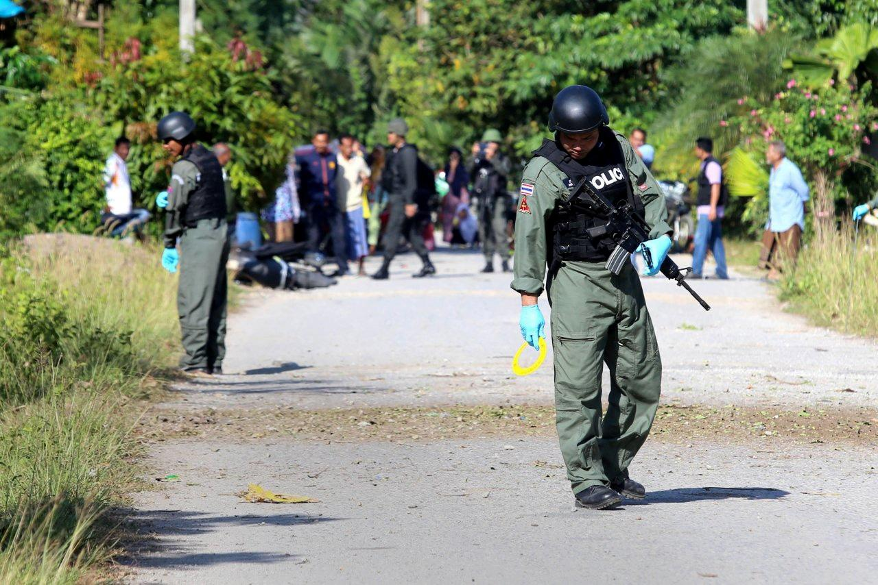 Muslim paramilitary soldiers injured in Yala bomb attack | The Thaiger