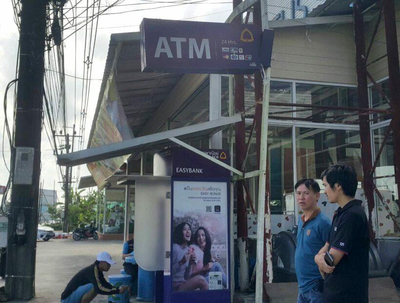 เร่งตรวจสอบเส้นทางหลบหนี จากกรณีกะบะลาก ATM  พบบัตรเอทีเอ็มตกอยู่ในที่เกิดเหตุ1ใบ อาจเป็นของคนร้าย | The Thaiger