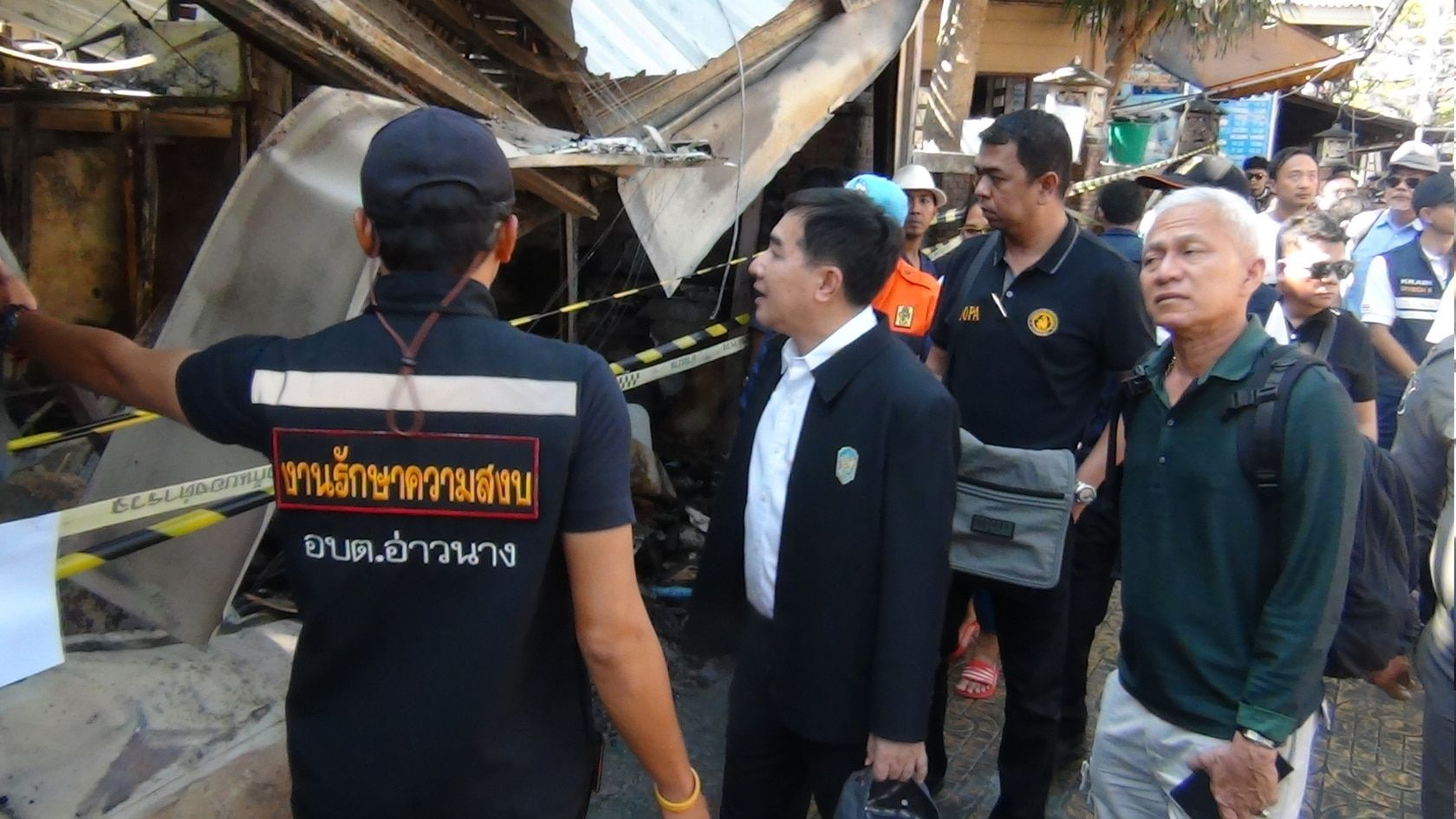 One-stop service centre set up on Phi Phi for fire victims | The Thaiger