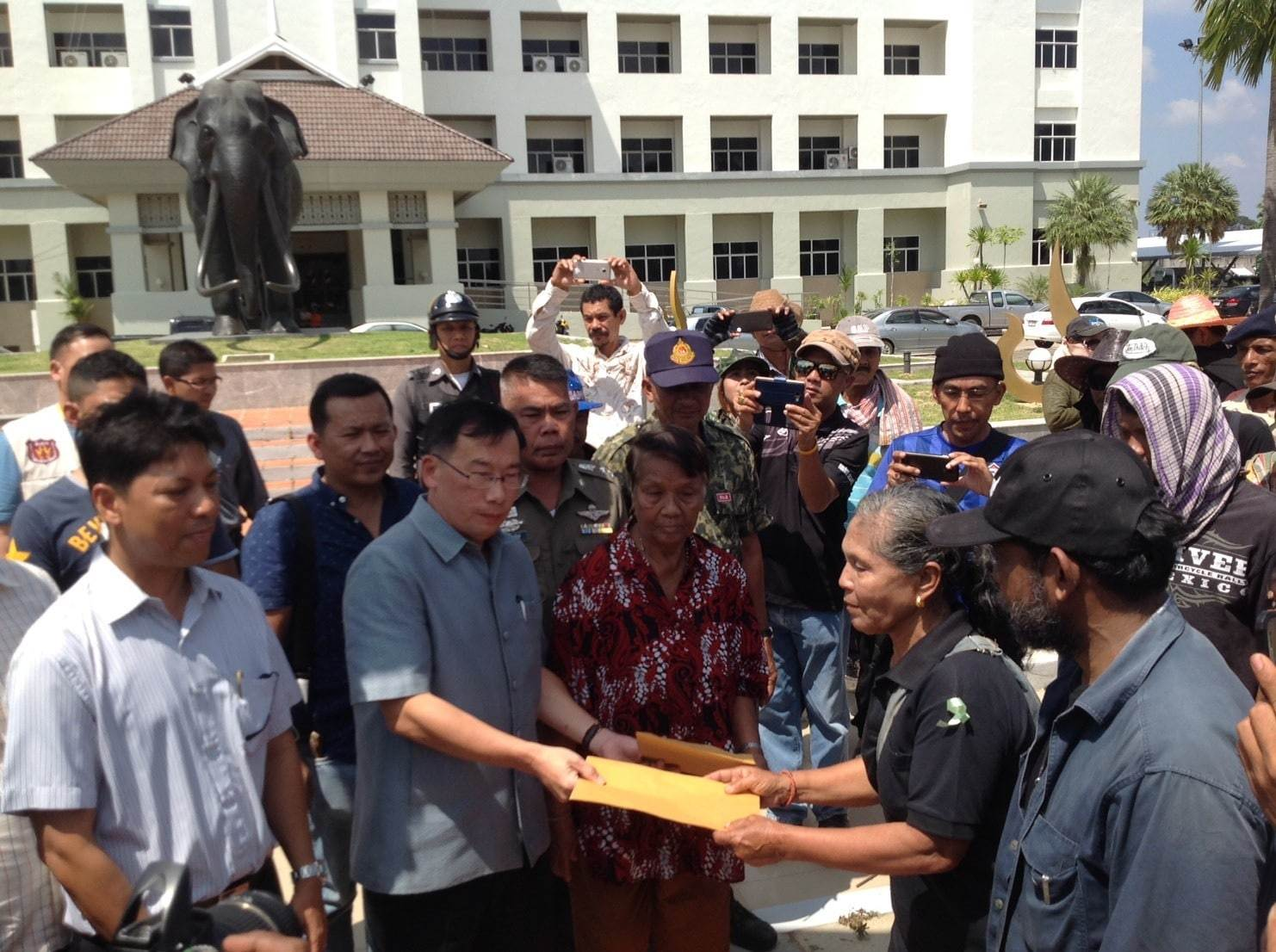 Land protest in Krabi over 7,712 rai of land | The Thaiger