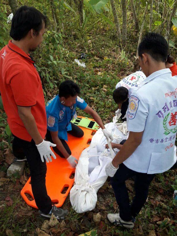 พบศพนักท่องเที่ยวชาวต่างชาติผูกคอตายในป่าละเมาะพื้นที่อ.กะทู้ ยังไม่ทราบสัญชาติ | The Thaiger
