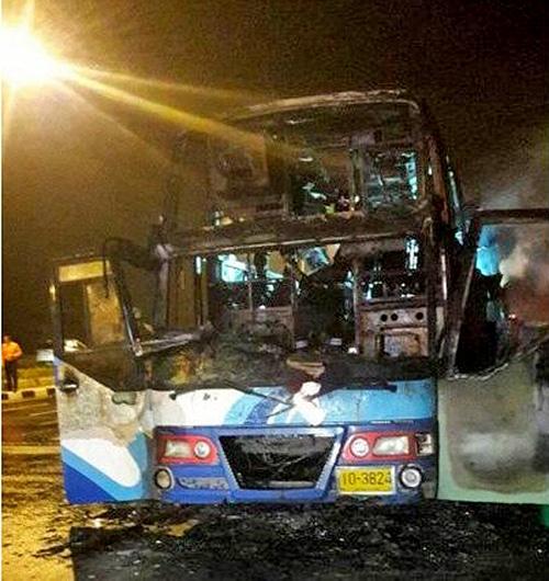 20 Burmese migrants die in Tak bus blaze | The Thaiger