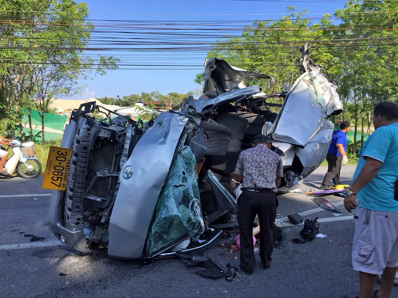 Chinese tour van crashed, kills two in Phang Nga | The Thaiger