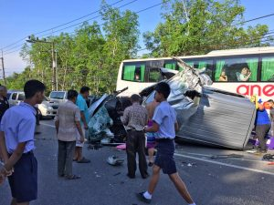 Chinese tour van crashed, kills two in Phang Nga | News by The Thaiger