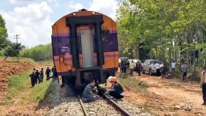 Train derails at a Trang construction site | News by Thaiger