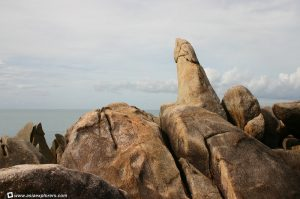 Naked tourist hugs a rock in Samui. But not just any rock!   News by Thaiger
