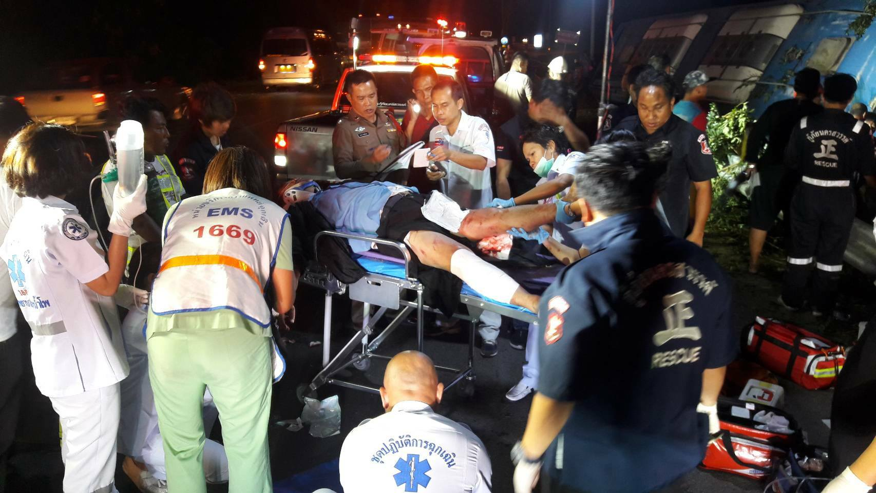 2 killed, 30 injured in Nakhon Sawan bus accident | The Thaiger