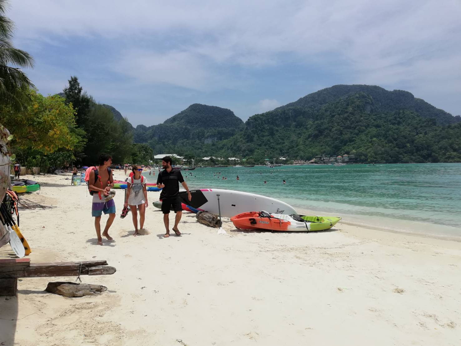 Kayak and tour ad signs on Koh Phi Phi being moved off the beaches | The Thaiger