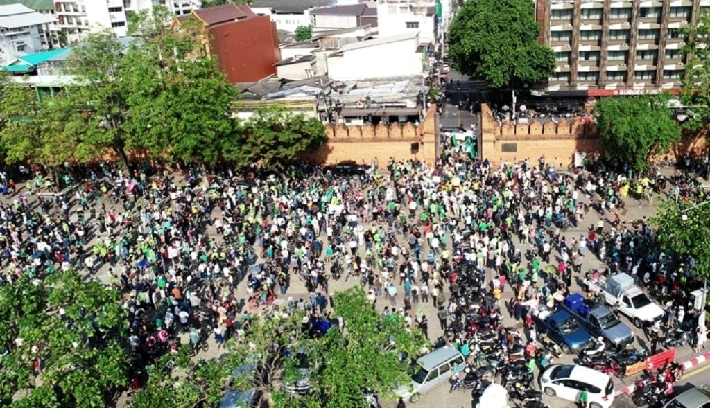 Huge rally in Chiang Mai protesting judges' homes on Doi Suthep mountain | The Thaiger