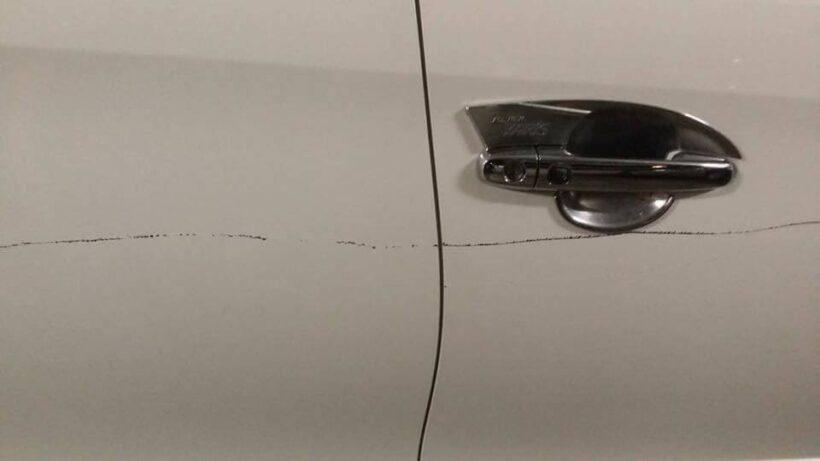 โซเซียลแชร์วอนภาพมือบอลกรีดประตูรถ ในอาคารท่าอากาศยานภูเก็ตซึ่งเป็นช่องจอดรถสาธารณะ | News by The Thaiger