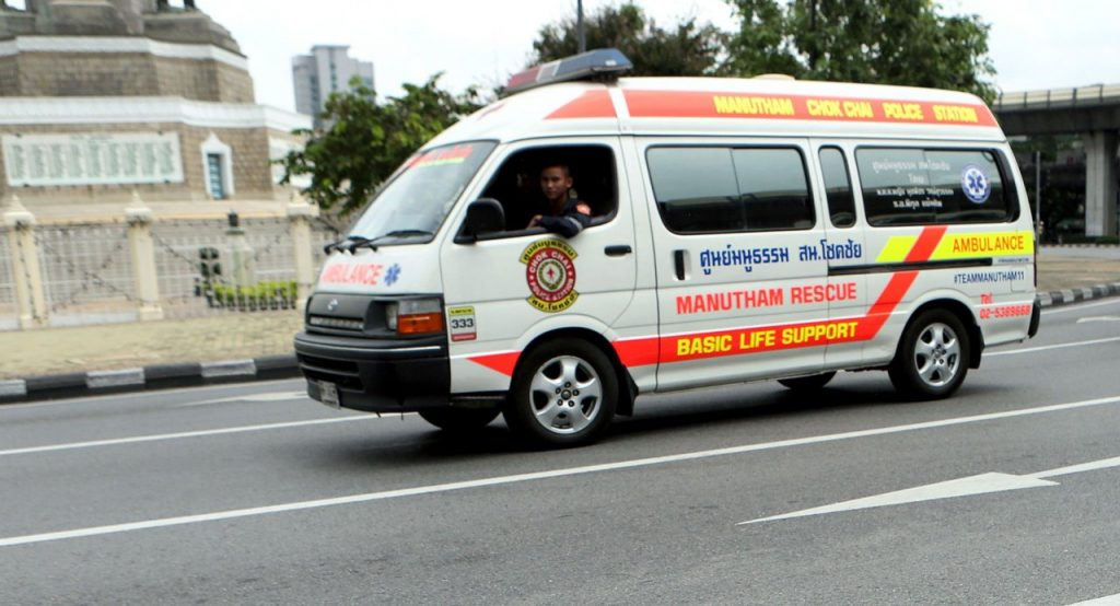 Heavy penalties on the way for drivers blocking ambulances   News by Thaiger
