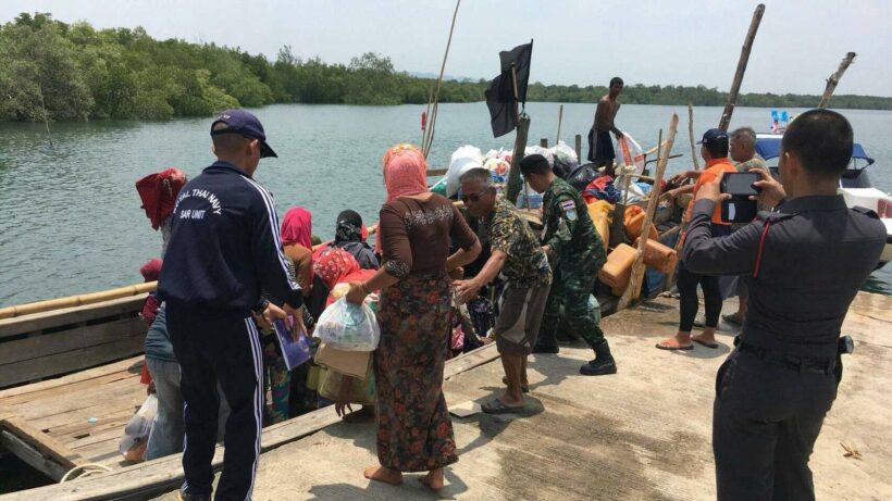 คุมตัวชาวโรฮิงญา 56คน หลังพบเรือลอยลำกลางทะเล เบื้องต้นอยู่ระหว่างการสืบสวน   The Thaiger