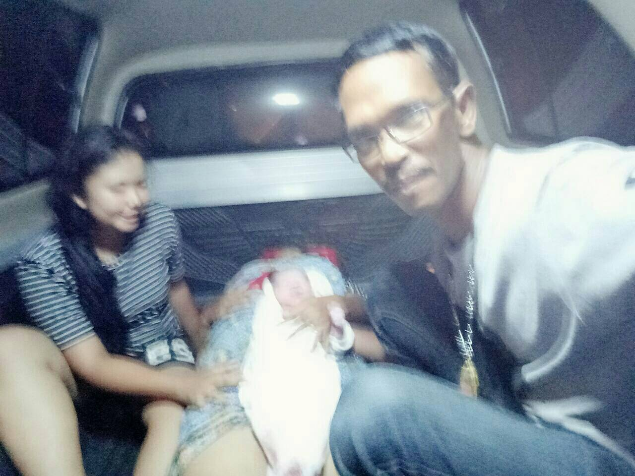 Rescue workers help mother give birth in Krabi | The Thaiger