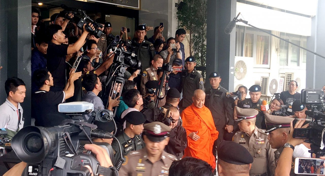 Phra Phromsitti surrenders over alleged embezzlement of temple funds | The Thaiger