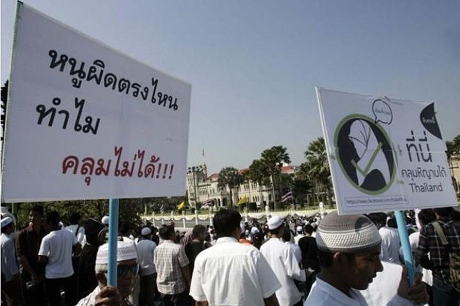 Pattani school lifts ban on wearing hijab | The Thaiger