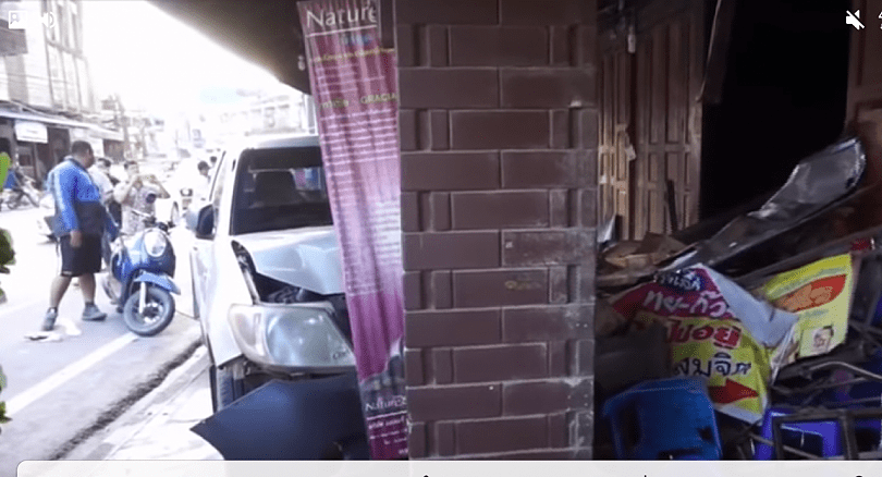 Choking driver smashes into roadside shop in Chumpon   News by Thaiger
