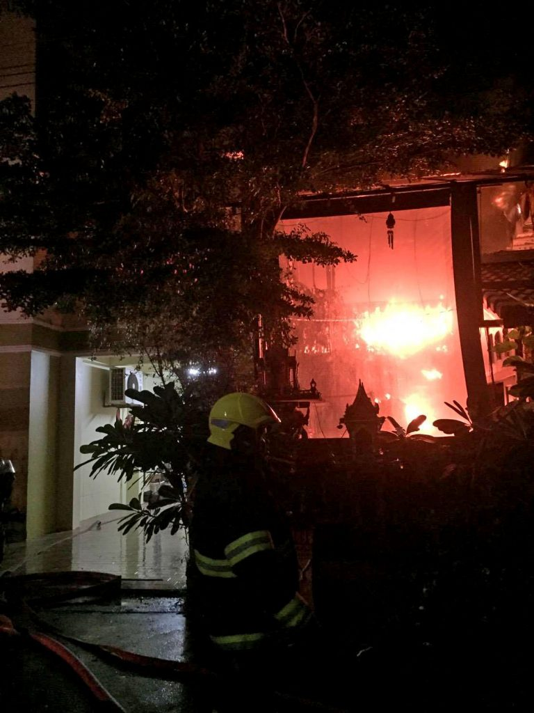 Two escape injures in Patong house fire. Woken up by cat hero. | News by The Thaiger