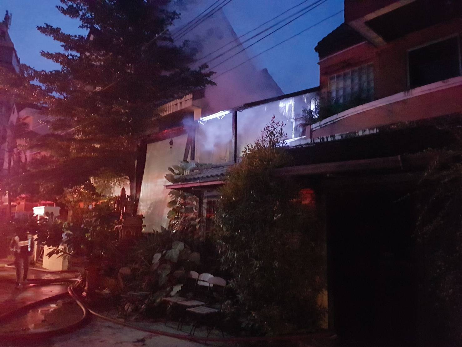 Two escape injures in Patong house fire. Woken up by cat hero. | The Thaiger