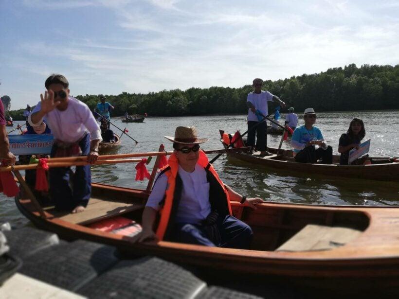 ท่องเที่ยววิถีชุมชน นำเรือแจวออกมาให้บริการ ล่องเรือ ชมธรรมชาติป่าโกงกาง | The Thaiger
