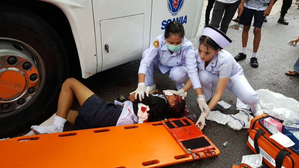 Phuket student seriously injured in crash with tour bus | News by Thaiger