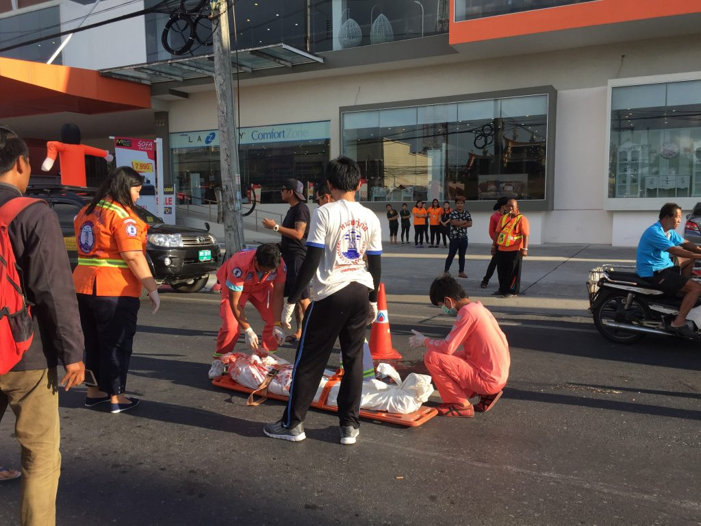 12 year old motorcycle rider killed in Wichit after head crushed by tour bus | News by Thaiger