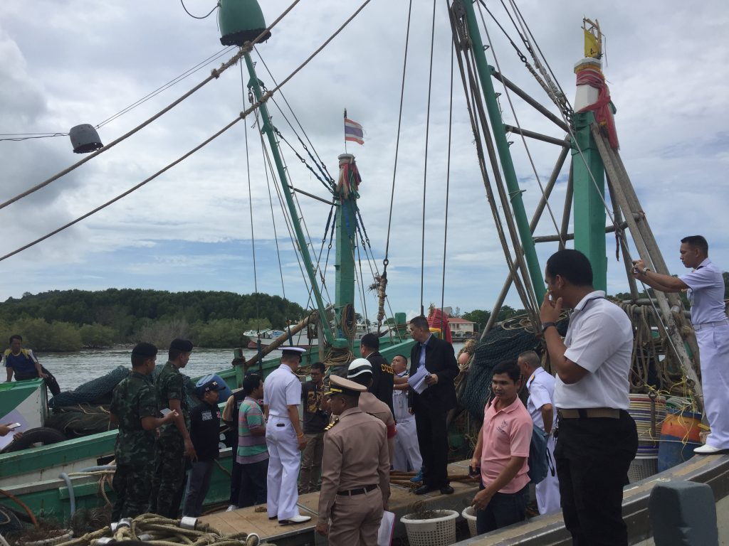 Captains to face more charges in whale shark incident | News by Thaiger