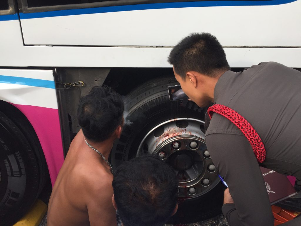 Bus driver dies trying to fix air-brakes in Koh Kaew | News by Thaiger