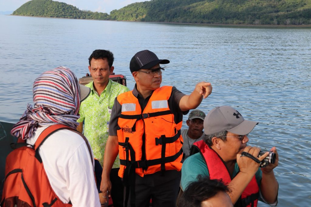 Phuket's Governor inspects coral area in Paklok - Marina proposed | News by Thaiger