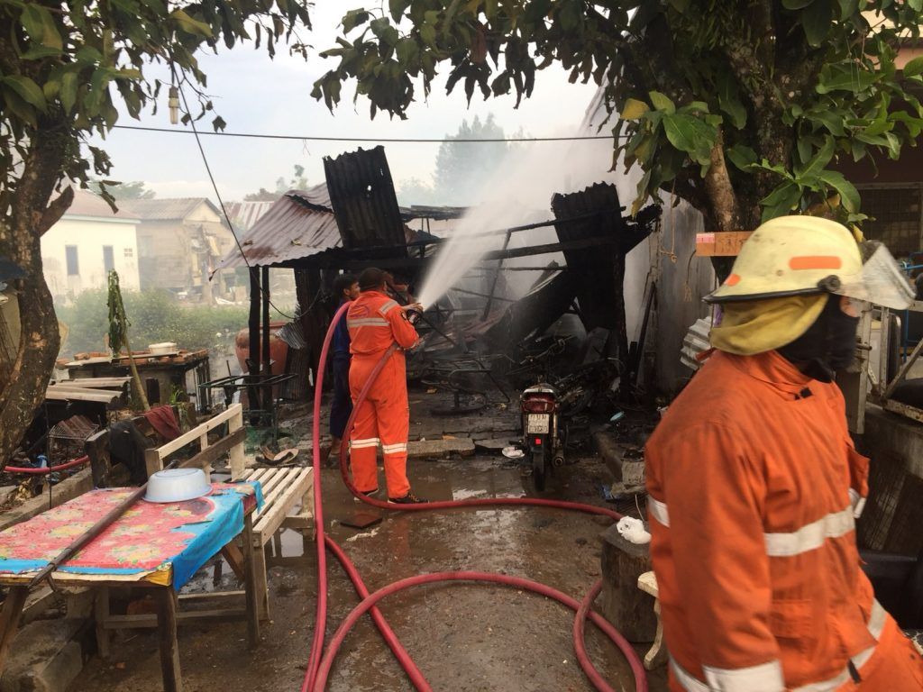 Fire destroys wooden house in Rassada | News by Thaiger